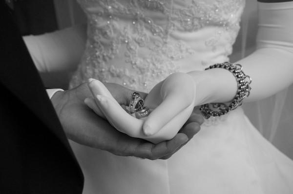 Read more about the article حظر الزواج من أجنبية لرجال القوات المسلحة